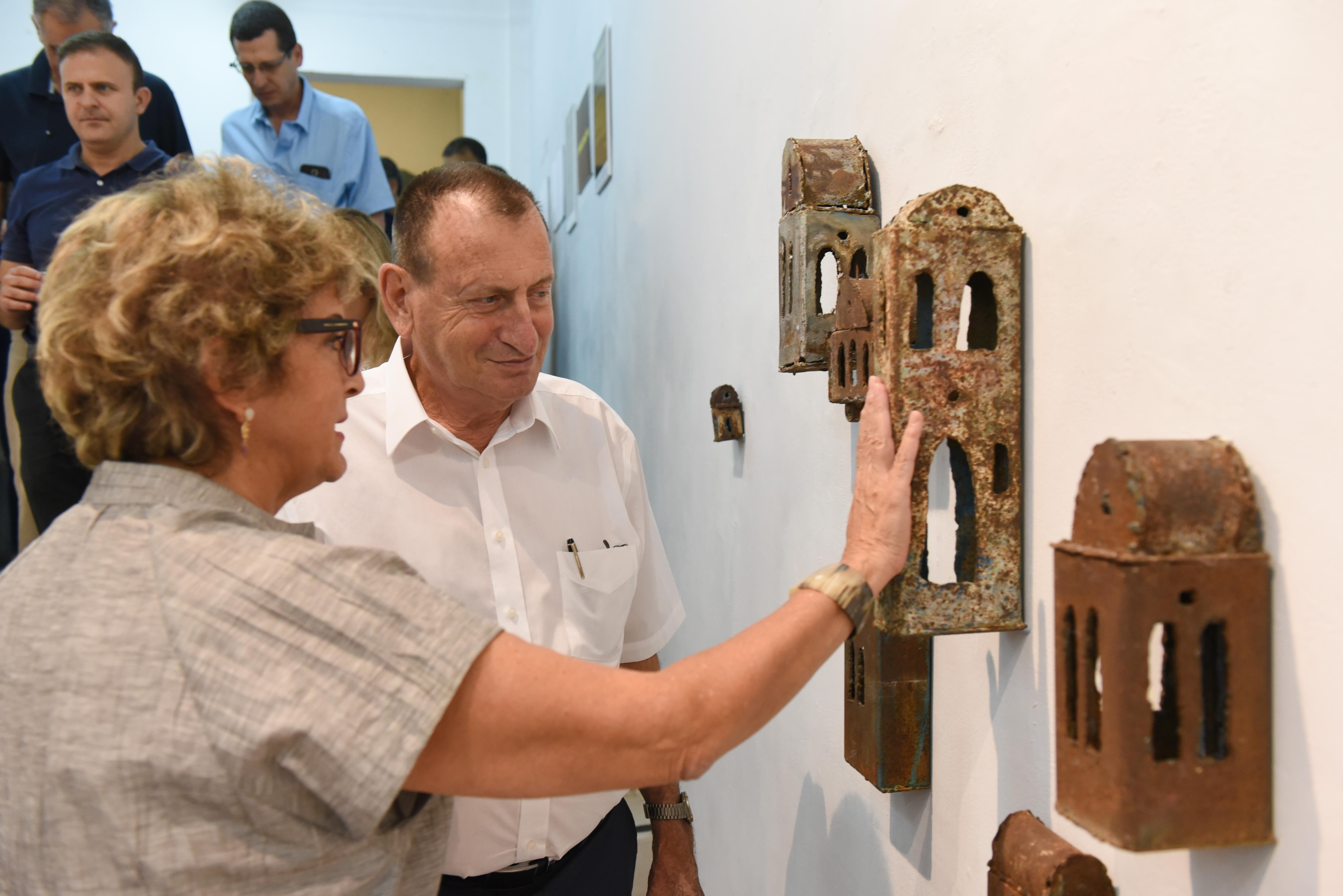 ראש העיר תל אביב בתערוכה מונגשת